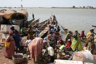 Chaos at Mopti riverbank