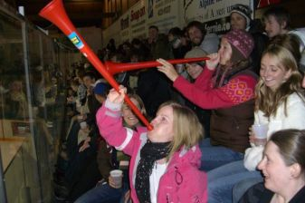 horns at icehockey